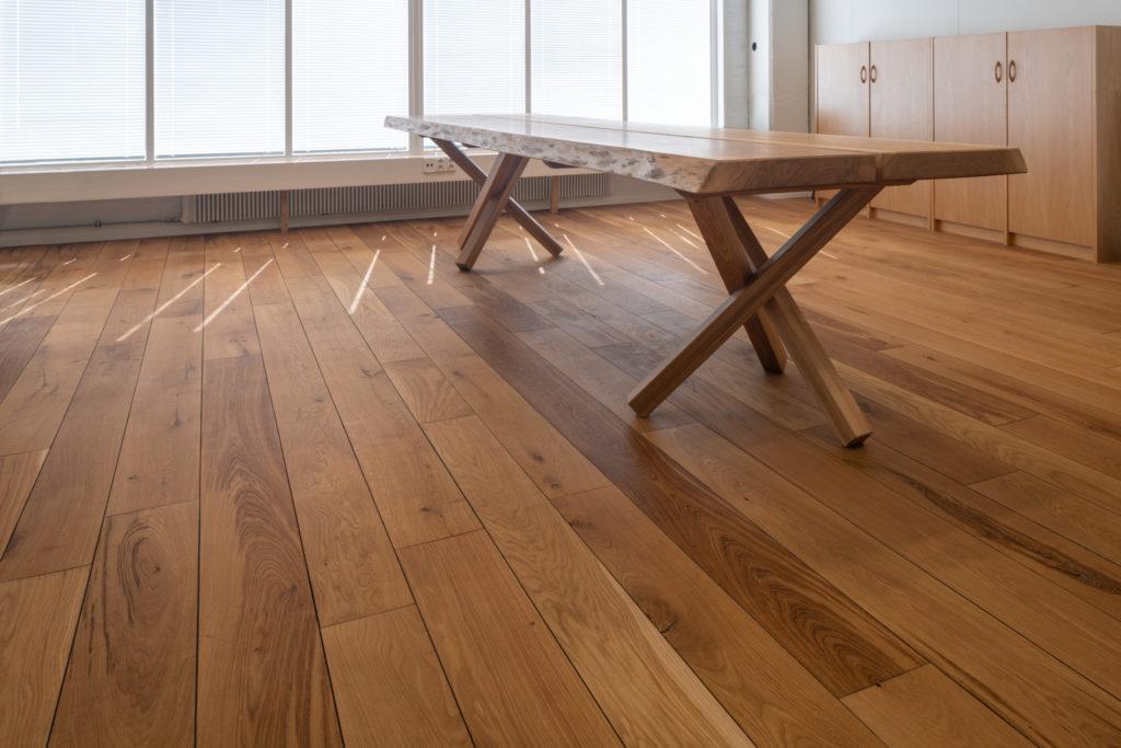 Tammilattia/tammipöytä Novo Wood Oy